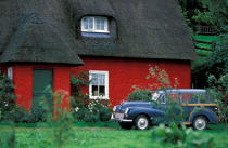 A car in front a red cottage in Ballycotton. © Philip Plisson / Pêcheur d'Images / AA02270 - Photo Galleries - Ireland, the green island