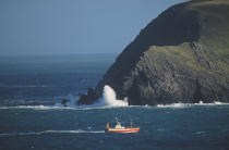Fishing boat off the island of the archipelago Inishtearagh Blasket. © Philip Plisson / Pêcheur d'Images / AA02427 - Photo Galleries - Ireland, the green island