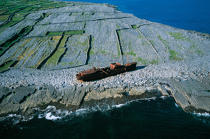 Wreck on Inisheer. © Philip Plisson / Pêcheur d'Images / AA02715 - Photo Galleries - Ireland, the green island