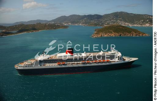 Le Queen Mary II aux Antilles. - © Philip Plisson / Pêcheur d'Images / AA08700 - Nos reportages photos - Queen Mary II [le]