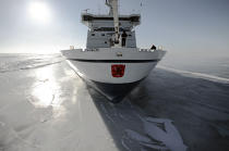 Icebreaker in the Baltic Sea. © Philip Plisson / Pêcheur d'Images / AA09087 - Photo Galleries - Icebreaker in the Baltic