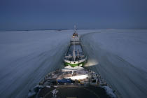 Icebreaker in the Baltic Sea. © Philip Plisson / Pêcheur d'Images / AA09089 - Photo Galleries - Icebreaker in the Baltic