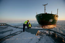 Icebreaker in the Baltic Sea. © Philip Plisson / Pêcheur d'Images / AA09091 - Photo Galleries - Icebreaker in the Baltic