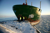 Icebreaker in the Baltic Sea. © Philip Plisson / Pêcheur d'Images / AA09097 - Photo Galleries - Icebreaker in the Baltic