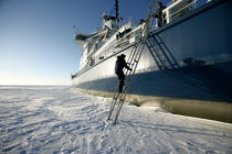 Icebreaker in the Baltic Sea. © Philip Plisson / Pêcheur d'Images / AA09100 - Photo Galleries - Icebreaker in the Baltic