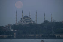 Istanbul by night. © Philip Plisson / Pêcheur d'Images / AA09459 - Photo Galleries - Istanbul, the Bosphorus