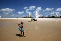 Brazilian woman on a beach of Ceara. © Philip Plisson / Pêcheur d'Images / AA10233 - Photo Galleries - Jangadas from Brazil