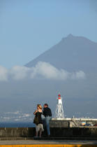 Couples front of Pico volcano in the Azores. © Philip Plisson / Pêcheur d'Images / AA10685 - Photo Galleries - Pico