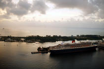 The Queen Mary 2 in Miami. © Philip Plisson / Pêcheur d'Images / AA11419 - Photo Galleries - Queen Mary II [The]