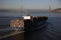 Container ships in the San-Francisco bay © Philip Plisson / Pêcheur d'Images / AA11660 - Photo Galleries - Containerships, the excess