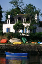 House at the edge of the river of Auray. © Philip Plisson / Pêcheur d'Images / AA11990 - Photo Galleries - Flora
