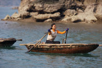 Boat in Along bay. © Philip Plisson / Pêcheur d'Images / AA12308 - Photo Galleries - Along Bay, Vietnam