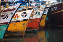Stems of fishing vessels in Cochin. © Philip Plisson / Pêcheur d'Images / AA12541 - Photo Galleries - Inshore Fishing in Kerala, India