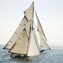 Alongside. © Philip Plisson / Pêcheur d'Images / AA12904 - Photo Galleries - Classic Yachting
