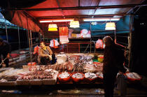 Sale of fish in HongKong. © Philip Plisson / Pêcheur d'Images / AA14164 - Photo Galleries - Hong Kong, a city of contrasts