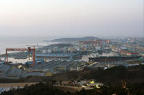 The harbour city of Ulsan in South Korea. © Philip Plisson / Pêcheur d'Images / AA14198 - Photo Galleries - Hyundai Shipyard, the largest shipyard in the world, South Korea