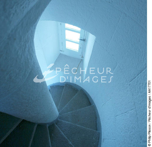 L'escalier du phare de la Teignouse. - © Philip Plisson / Pêcheur d'Images / AA17701 - Nos reportages photos - Phares France