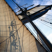 In the sails of the Esmeralda. © Philip Plisson / Pêcheur d'Images / AA17743 - Photo Galleries - Tall ships