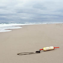 Buoy washed up on a beach on Cape Cod. © Philip Plisson / Pêcheur d'Images / AA17752 - Photo Galleries - Massachusetts