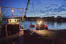In the early morning, the pontoon is ready for departure. © Philip Plisson / Pêcheur d'Images / AA18449 - Photo Galleries - Oyster Farming