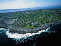 Inisheer lighthouse in Ireland © Philip Plisson / Pêcheur d'Images / AA19666 - Photo Galleries - Irish Lighthouses
