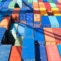 Containers. © Philip Plisson / Pêcheur d'Images / AA20631 - Photo Galleries - Containerships, the excess