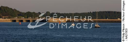 The Rance Barrage in Saint Malo - © Philip Plisson / Pêcheur d'Images / AA21503 - Photo Galleries - From Cancale to Saint-Brieuc