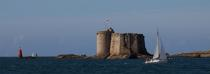 The castle of Taurus in the Bay of Morlaix. © Philip Plisson / Pêcheur d'Images / AA24085 - Photo Galleries - From Ploumanac'h to the Saint-Mathieu Point