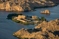 Surrounded by the waters of the Nile, the Temple of Isis [AT] © Philip Plisson / Pêcheur d'Images / AA30305 - Photo Galleries - Egypt from above