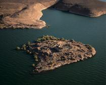 Kasr Ibrim, the only site in Lower Nubia have escaped the sinking. [AT] © Philip Plisson / Pêcheur d'Images / AA30315 - Photo Galleries - Egypt from above