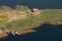Fisherman's hut on the banks of the Nile © Philip Plisson / Pêcheur d'Images / AA30397 - Photo Galleries - Egypt from above