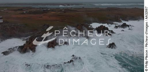 The storm Joachim on the Brittany coast. [AT] - © Philip Plisson / Pêcheur d'Images / AA32887 - Photo Galleries - Winters storms on Brittany coasts