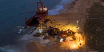 Deconstruction of cargo TK Bremen on the beach of Erdeven [AT] © Philip Plisson / Pêcheur d'Images / AA33067 - Photo Galleries - Night