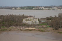 paté fort in front of Blaye © Philip Plisson / Pêcheur d'Images / AA33527 - Photo Galleries - Gironde