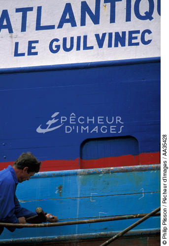 Fishing boat repair Guilvinec - © Philip Plisson / Pêcheur d'Images / AA35428 - Photo Galleries - Shipyards
