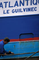 Fishing boat repair Guilvinec © Philip Plisson / Pêcheur d'Images / AA35428 - Photo Galleries - Naval repairs
