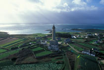 Lighthouse on the island of Batz © Philip Plisson / Pêcheur d'Images / AA35495 - Photo Galleries - Island [29]