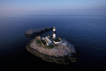 Le phare de Rockabill en Irlande © Philip Plisson / Pêcheur d'Images / AA35506 - Nos reportages photos - Phare [Irl]