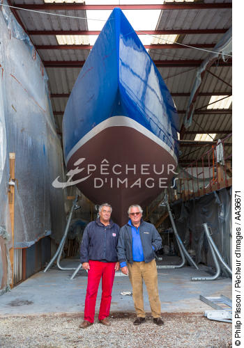 Restore 12 meters JI France in shipyard Vilaine Arzal. - © Philip Plisson / Pêcheur d'Images / AA36671 - Photo Galleries - Shipyards