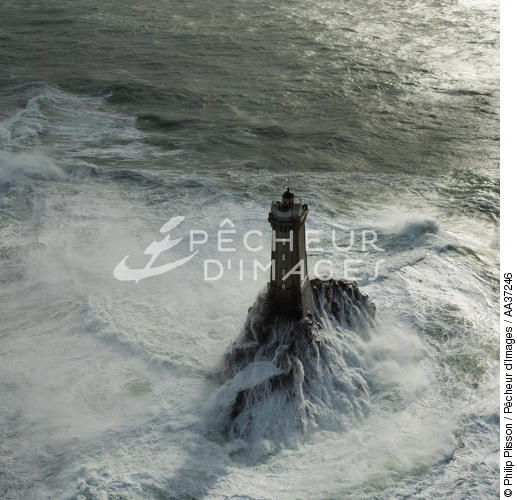 Petra Storm on La Vieille lighthouse - © Philip Plisson / Pêcheur d'Images / AA37246 - Photo Galleries - Storm at sea