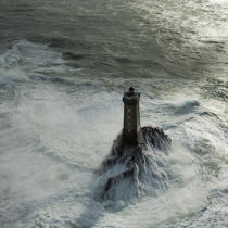 Petra Storm on La Vieille lighthouse © Philip Plisson / Pêcheur d'Images / AA37246 - Photo Galleries - Finistère