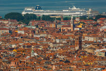 Venice © Philip Plisson / Pêcheur d'Images / AA37576 - Photo Galleries - Maritime Traffic in the lagoon of Venice