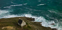 © Philip Plisson / Pêcheur d'Images / AA39405 The small house in Pointe du Mouton, Plogoff, Pointe du Raz - Photo Galleries - Finistère