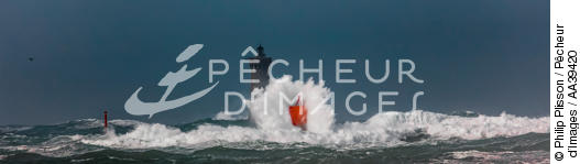 Le Four lighthouse, 2017 Zeus storm - © Philip Plisson / Pêcheur d'Images / AA39420 - Photo Galleries - Environment