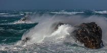 © Philip Plisson / Pêcheur d'Images / AA39426 Finistère coast during Zeus storm in 2017 - Photo Galleries - Finistère
