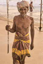© Philip Plisson / Pêcheur d'Images / AA39512 Fishermen on a stick in Sri Lanka - Photo Galleries - People