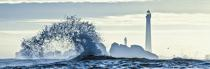 © Philip Plisson / Pêcheur d'Images / AA39632 Wave in front of Ile Vierge lighthouse - Photo Galleries - Maritime Signals